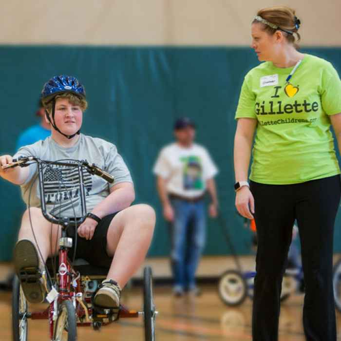 Gillette patient works with therapeutic recreation specialist