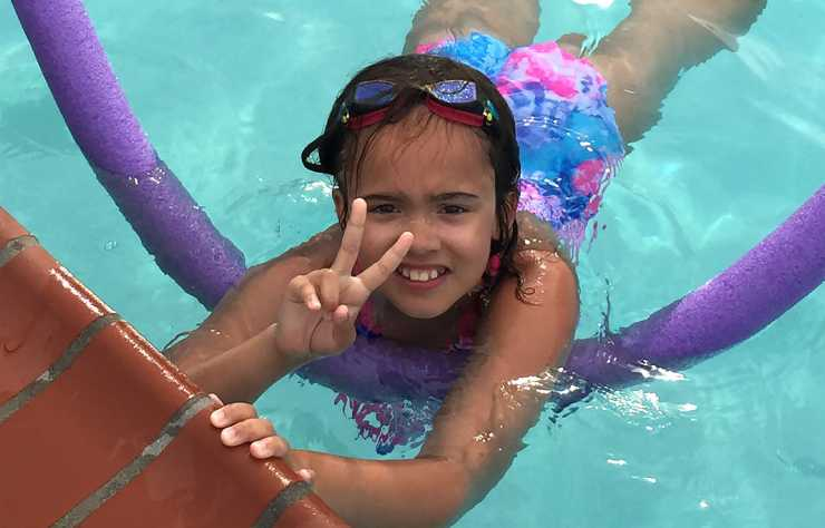 Maia loves swimming.