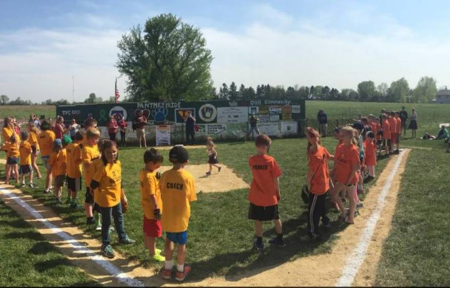 Kids gather around baseball diamond for field of dreams game