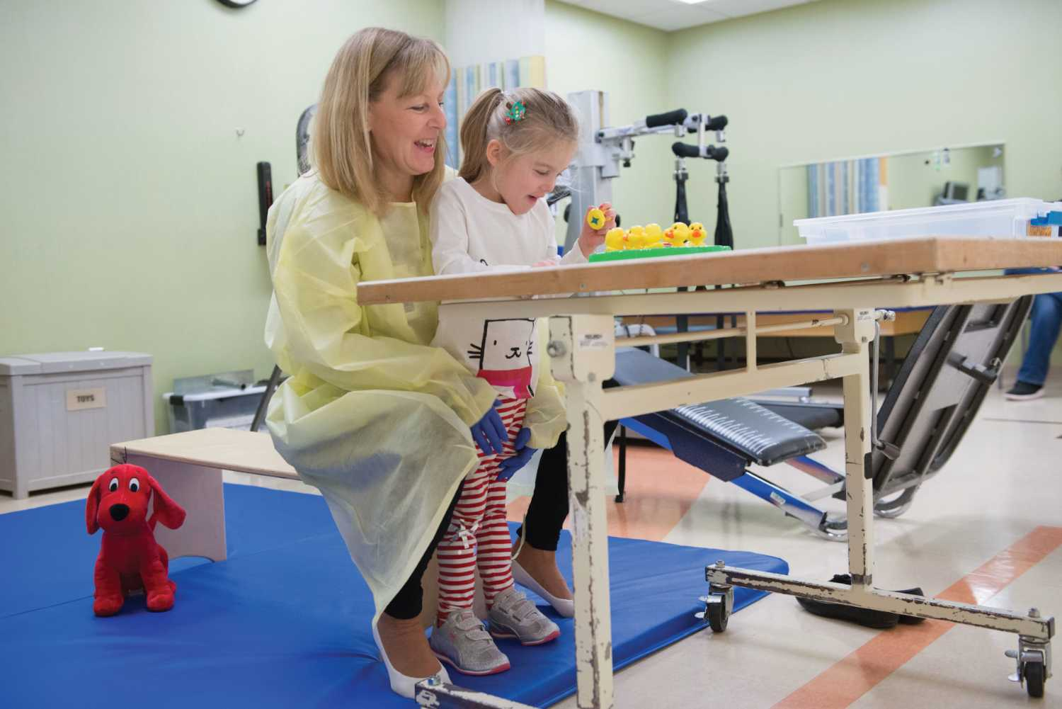 gillette patient Teddy works with Therapy
