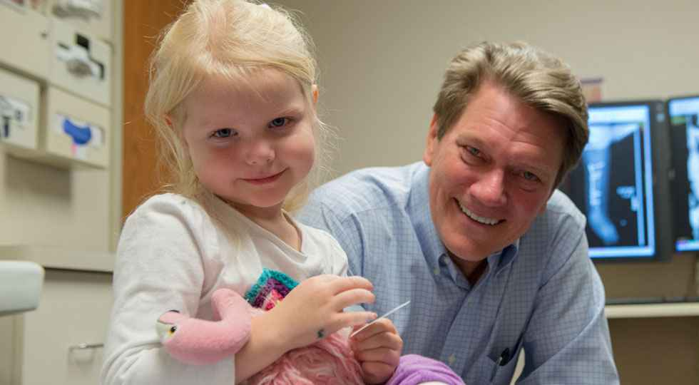 Limb lengthening condition Gillette Children's patient Katelyn with Mark Dahl, MD.