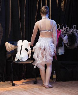 Treatment at Gillette helped Alexis, a dancer, avoid surgery.