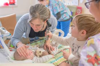 Felix with his mother and brother Oscar in Gillette Children's PICU
